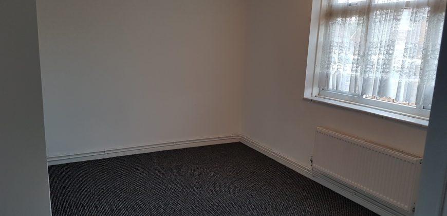 2-bed flat to rent-Tipton